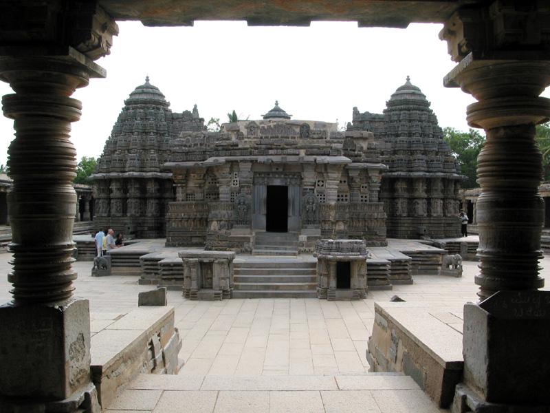 temples-at-Halebid